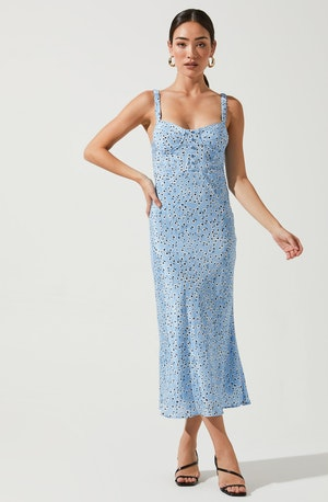 Blue Sweetheart Neck Column Dress - Style your holiday ensemble with this charming dress. It emphasizes an enticing sweetheart neckline. This dress looks great with a pair of chandelier earrings and a silk stole.