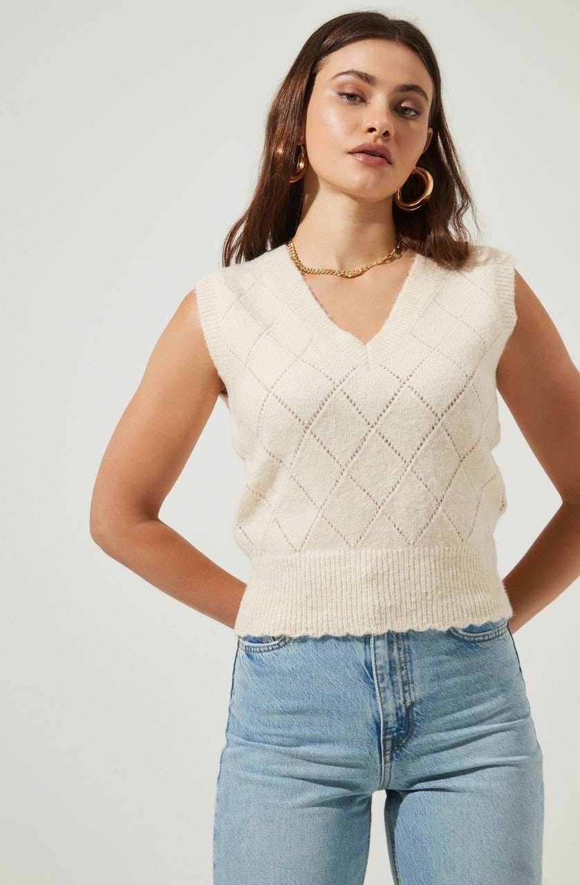 Scallop Hem Sweater Vest